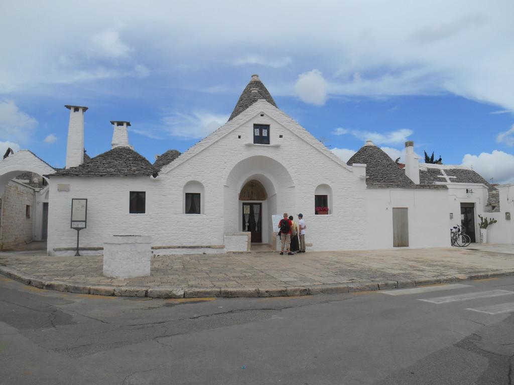 Alberobello, Puglia, Trullo Sovrano